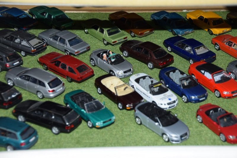 miniatures 40 ans years audi 100 typ43 ciney (1)