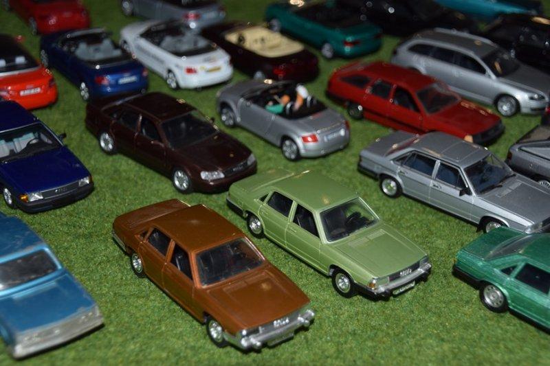 miniatures 40 ans years audi 100 typ43 ciney (2)